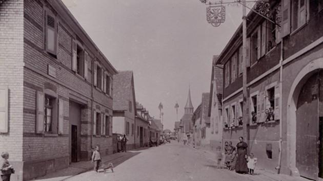 Blick in die Saarlandstraße in Knielingen, um 1910
