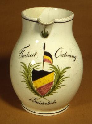 Birnenkrug aus der Durlacher Fayence. Foto: Stadt Karlsruhe, Pfinzgaumuseum